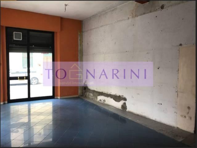Montecatini Terme centralissimo, fondo commerciale in angolo