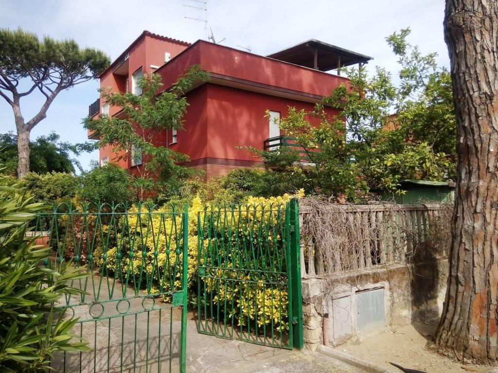 Appartamento in buone condizioni arredato in vendita Rif. 8355831