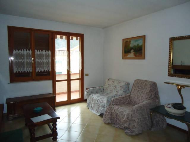 Appartamento in buone condizioni in vendita Rif. 6524043