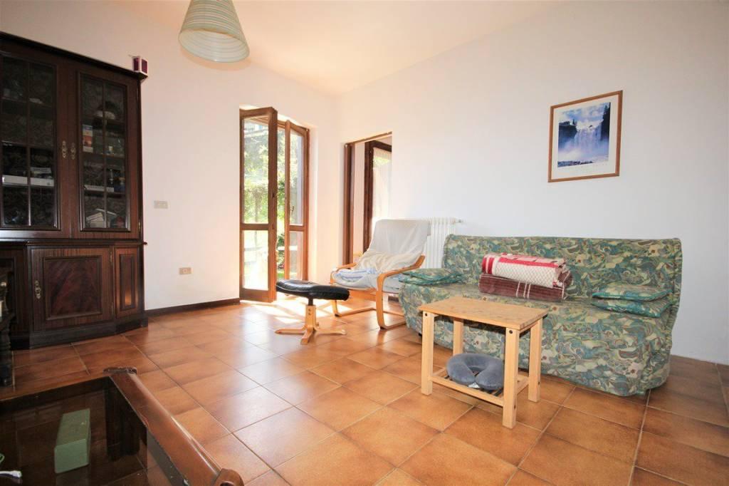 Appartamento in vendita a Menaggio, 3 locali, prezzo € 79.000 | CambioCasa.it