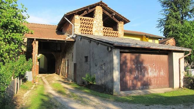 Appartamento in vendita a Agrate Conturbia, 10 locali, prezzo € 45.000 | PortaleAgenzieImmobiliari.it