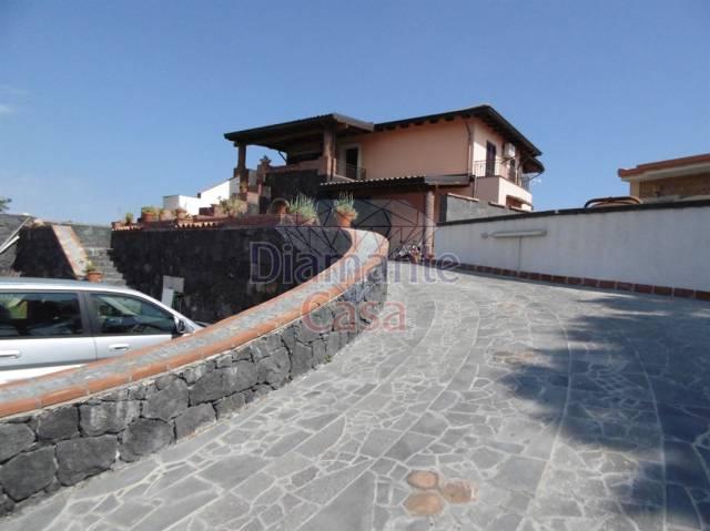 Villa in Vendita a Mascalucia Centro: 5 locali, 220 mq
