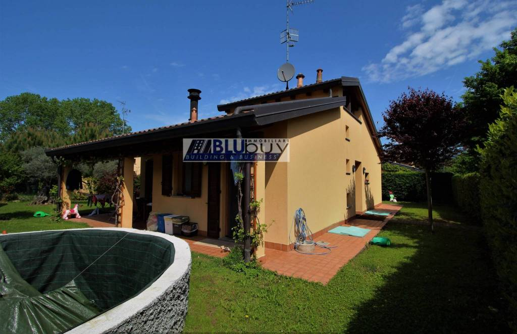 Villa quadrilocale in vendita a Montano Lucino (CO)