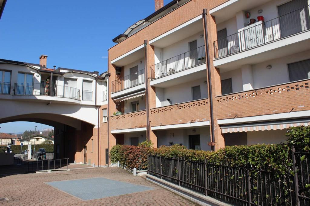 Appartamento in buone condizioni in vendita Rif. 6522180
