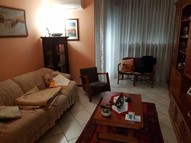 Appartamento in buone condizioni in vendita Rif. 6537061