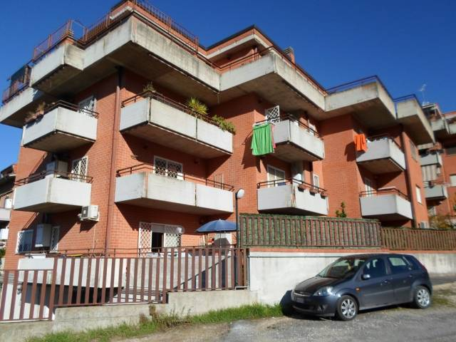 Appartamento in buone condizioni parzialmente arredato in affitto Rif. 6540855
