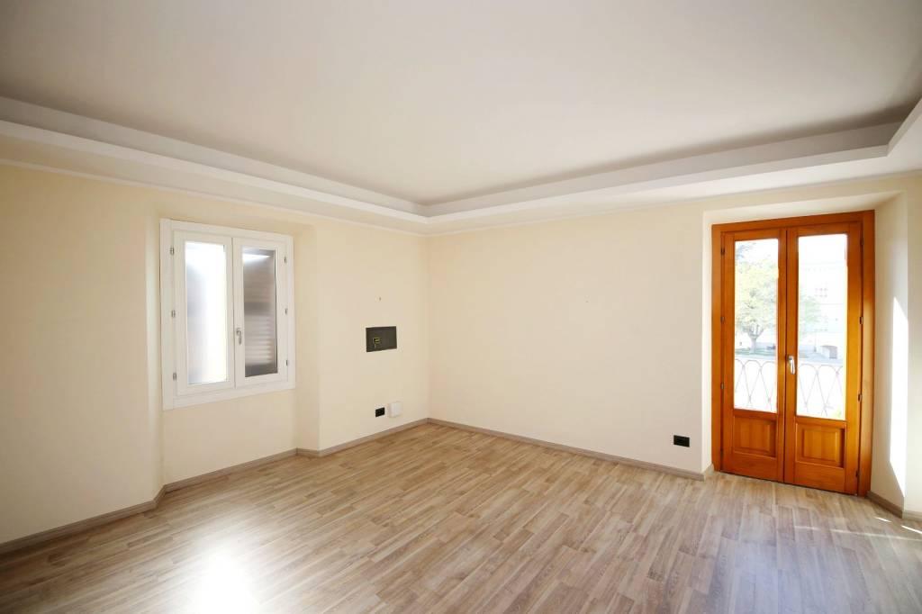 Ufficio / Studio in affitto a Cairo Montenotte, 6 locali, prezzo € 1.200 | PortaleAgenzieImmobiliari.it