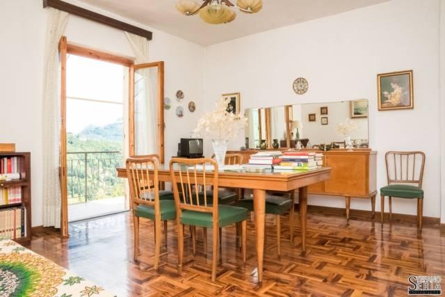 Davagna villa bifamigliare, giardino, posti auto, bosco priv
