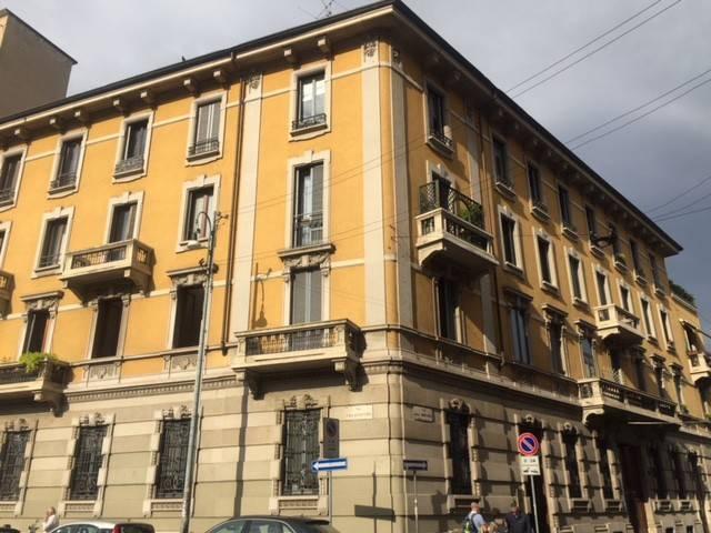 Appartamento in vendita 2 vani 75 mq.  via Marco Burigozzo Milano