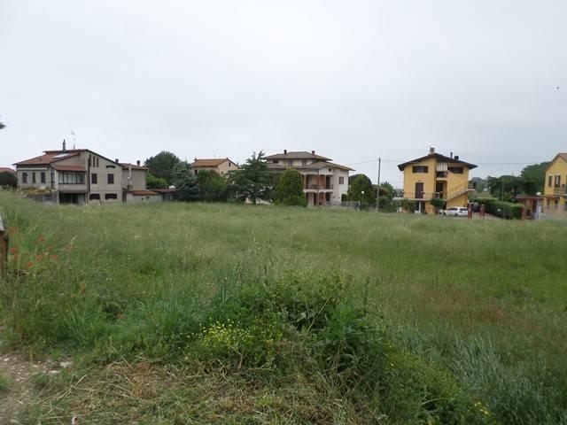 Terreno residenziale in Vendita a Magione: 2450 mq