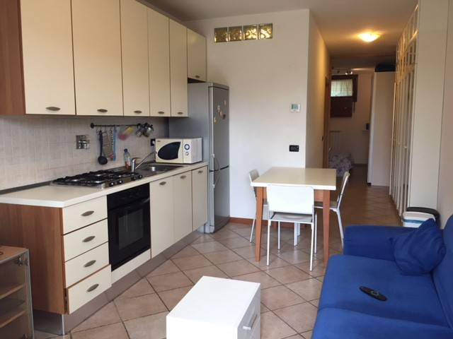 Appartamento in buone condizioni arredato in vendita Rif. 7170453