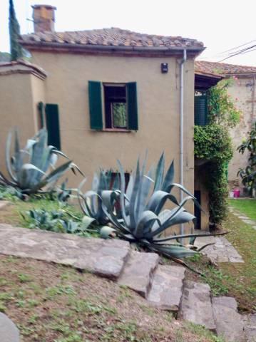Casa indipendente in Vendita a Passignano Sul Trasimeno: 4 locali, 265 mq