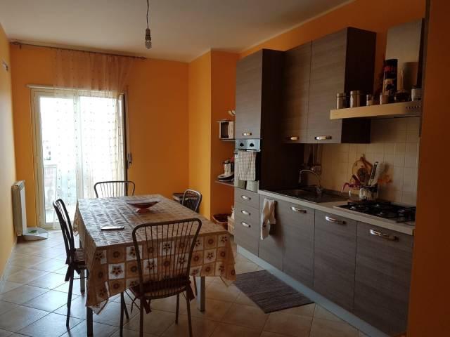 Appartamento in buone condizioni in vendita Rif. 6554669