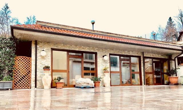 Villa con giardino e depandance abitabile
