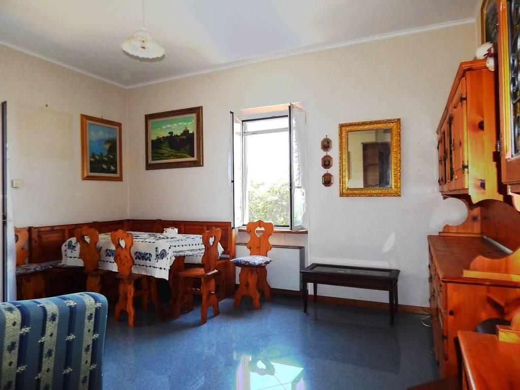 Appartamento in buone condizioni arredato in vendita Rif. 7655474
