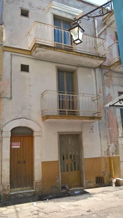 Stabile / Palazzo da ristrutturare in vendita Rif. 8609539