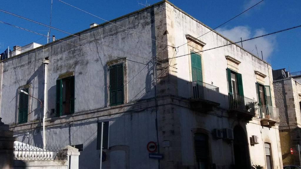 Appartamento in buone condizioni arredato in vendita Rif. 8802543