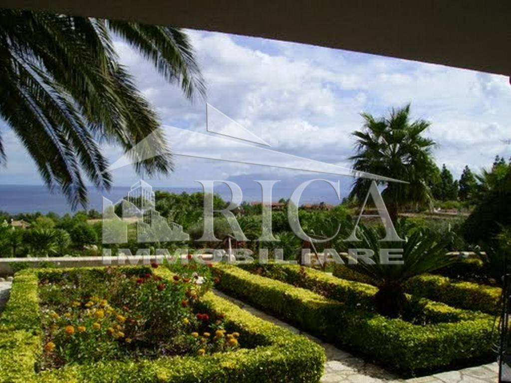 Villa in vendita a Castellammare del Golfo, 7 locali, prezzo € 1.100.000   CambioCasa.it