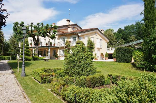 Villa in buone condizioni arredato in vendita Rif. 6550805