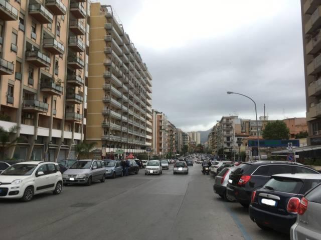 Appartamento in Affitto a Palermo Semicentro: 5 locali, 250 mq