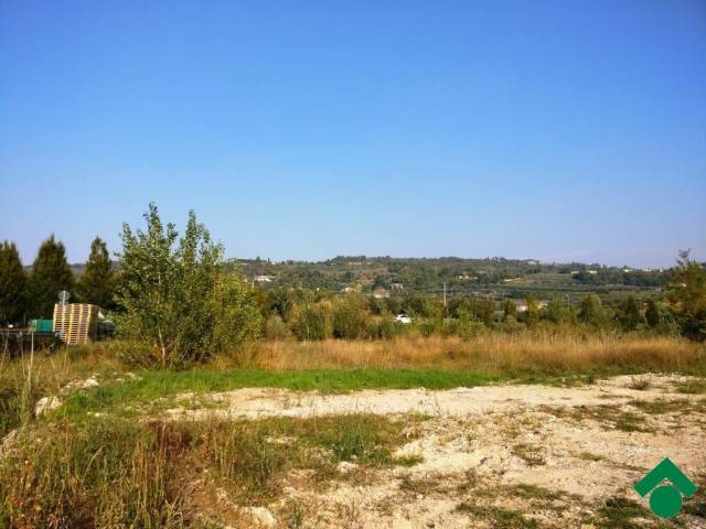 Terreno Commerciale in Vendita a Bardolino Rif.12306388