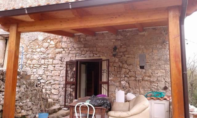 Rustico / Casale in buone condizioni parzialmente arredato in vendita Rif. 6552124