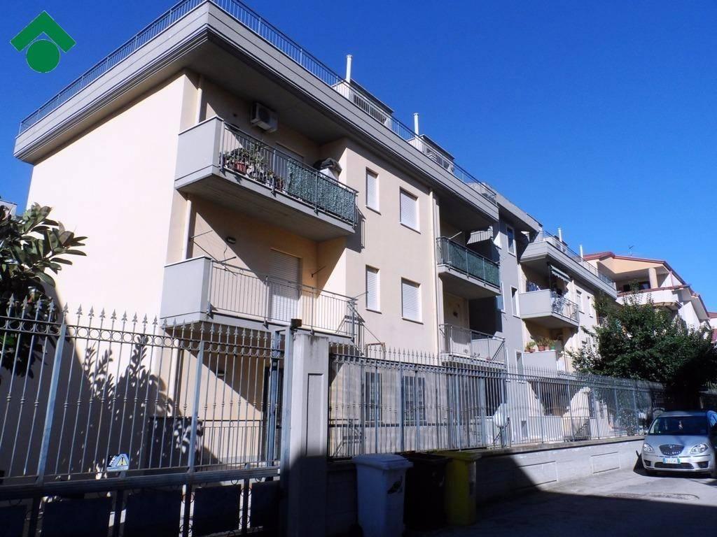 Appartamento in ottime condizioni in vendita Rif. 9138609