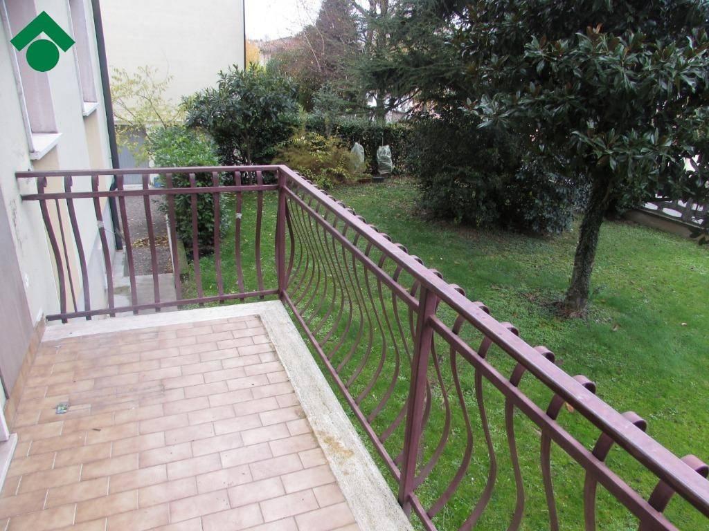 Appartamento in buone condizioni in vendita Rif. 9137842