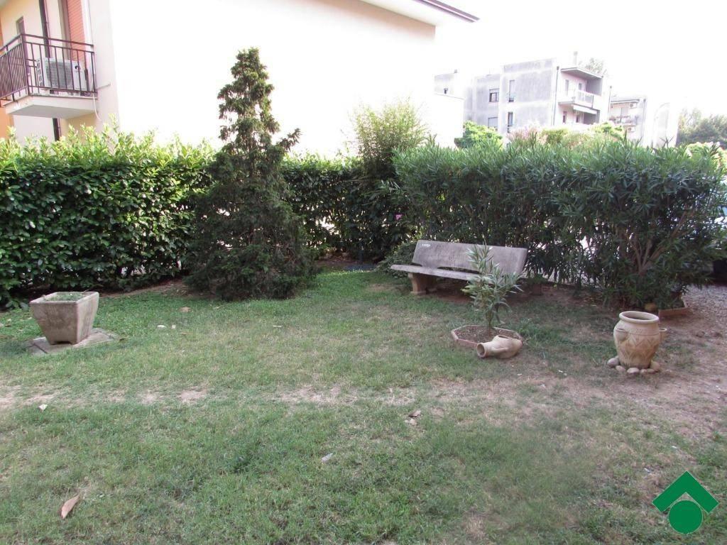 Appartamento in buone condizioni arredato in vendita Rif. 9137880