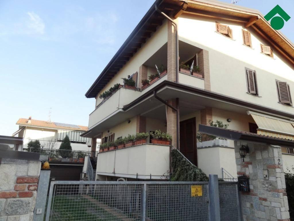 Villa in ottime condizioni in vendita Rif. 9153780