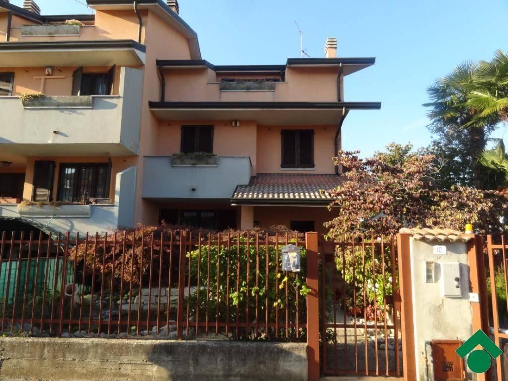 Villetta a schiera in buone condizioni in vendita Rif. 9153792