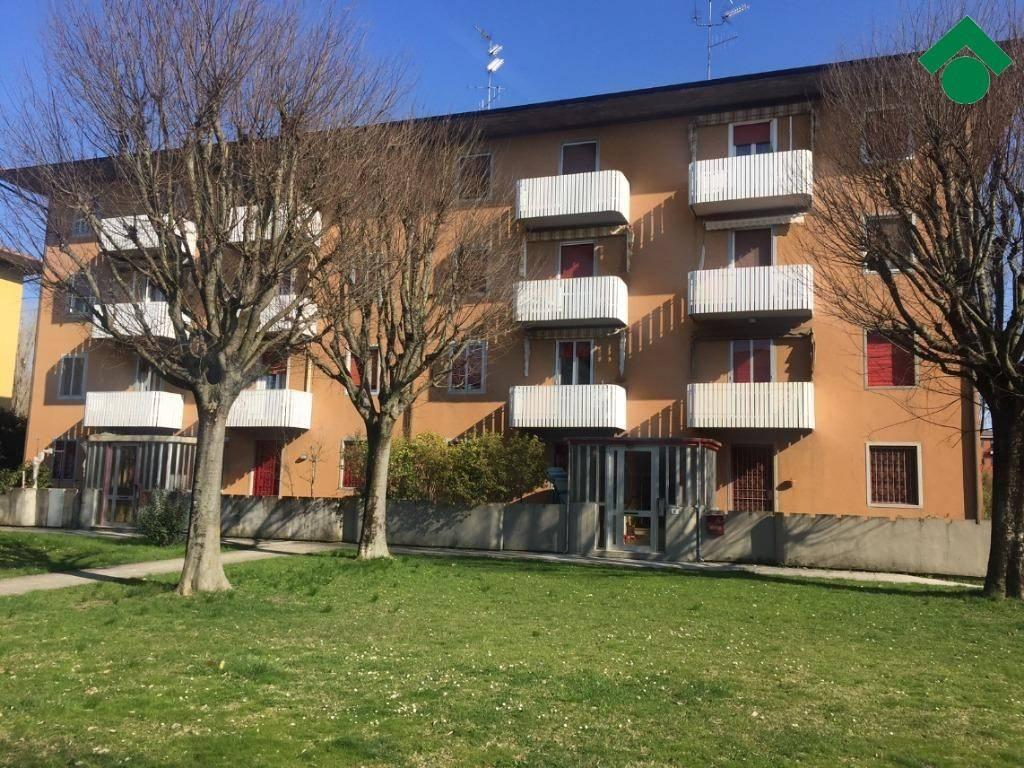 Appartamento in buone condizioni in vendita Rif. 9176461