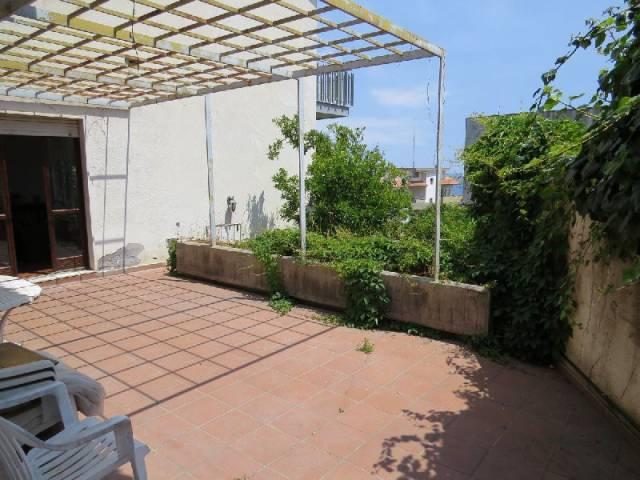 Appartamento in buone condizioni in affitto Rif. 6566818