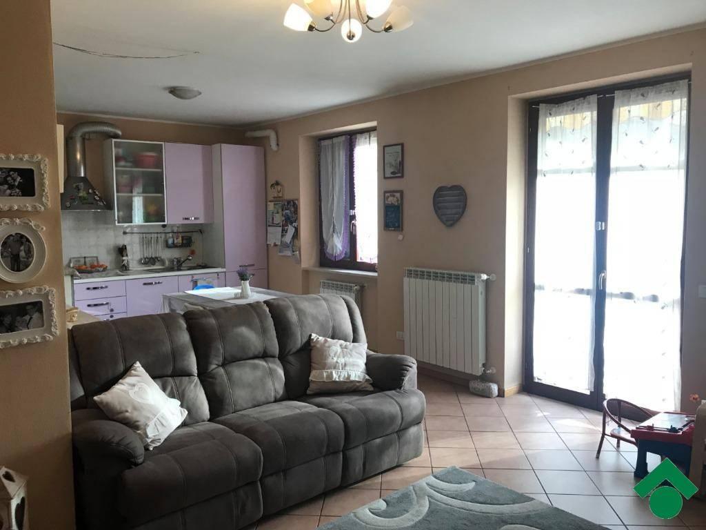 Appartamento in buone condizioni parzialmente arredato in vendita Rif. 9147550