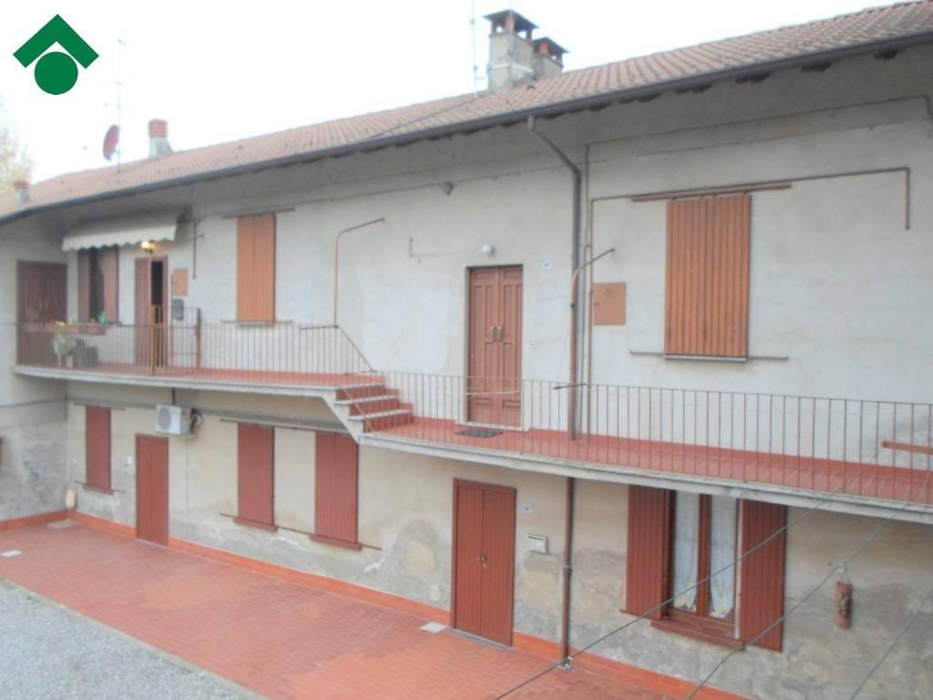 Appartamento in buone condizioni in vendita Rif. 9150277