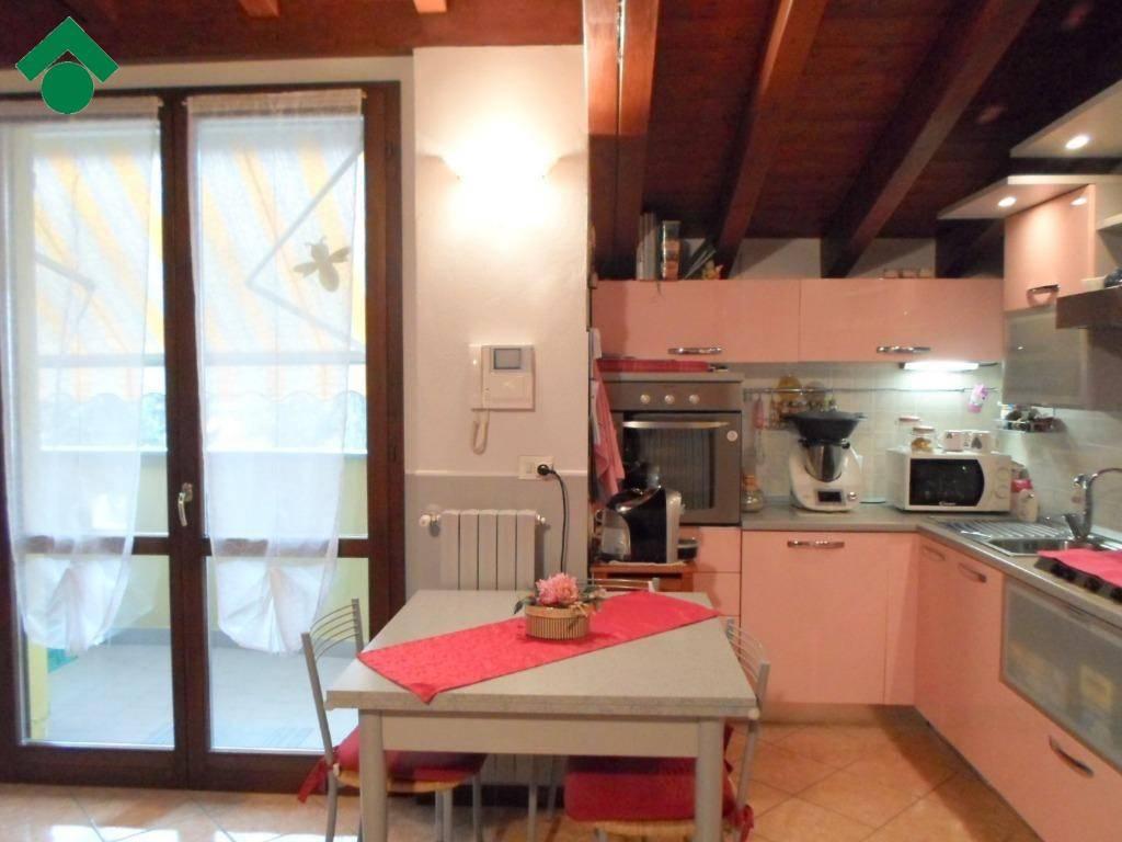 Appartamento in ottime condizioni in vendita Rif. 9150280