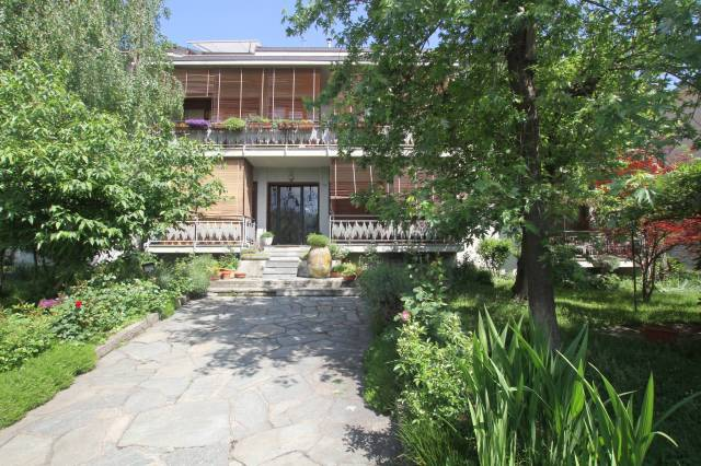 Appartamento in buone condizioni in affitto Rif. 6595637