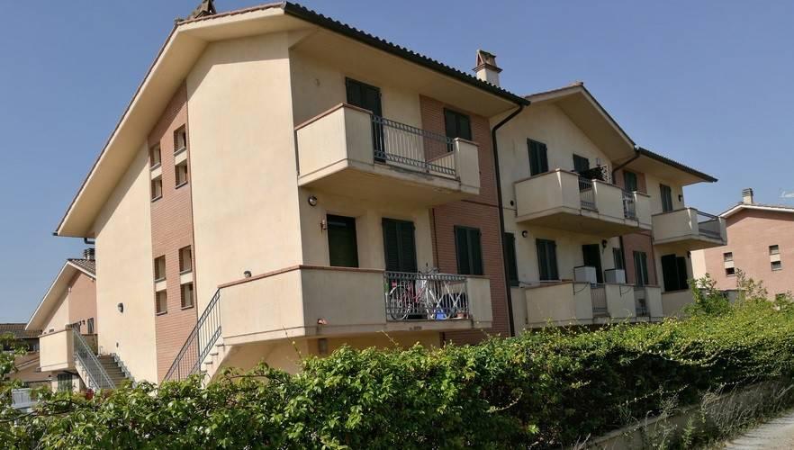 Appartamento in buone condizioni in vendita Rif. 8453941