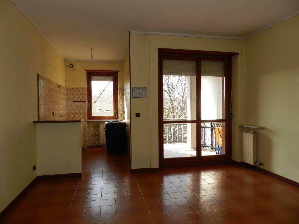 Appartamento in buone condizioni in vendita Rif. 6756915
