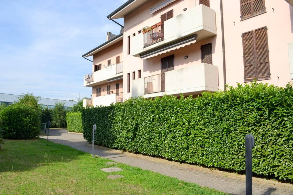 Appartamento in ottime condizioni parzialmente arredato in vendita Rif. 8909756