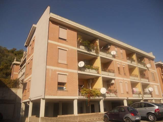 Appartamento in buone condizioni in vendita Rif. 8107683