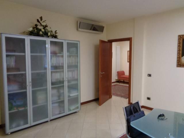 Ufficio / Studio in vendita a Cremona, 3 locali, prezzo € 140.000 | PortaleAgenzieImmobiliari.it