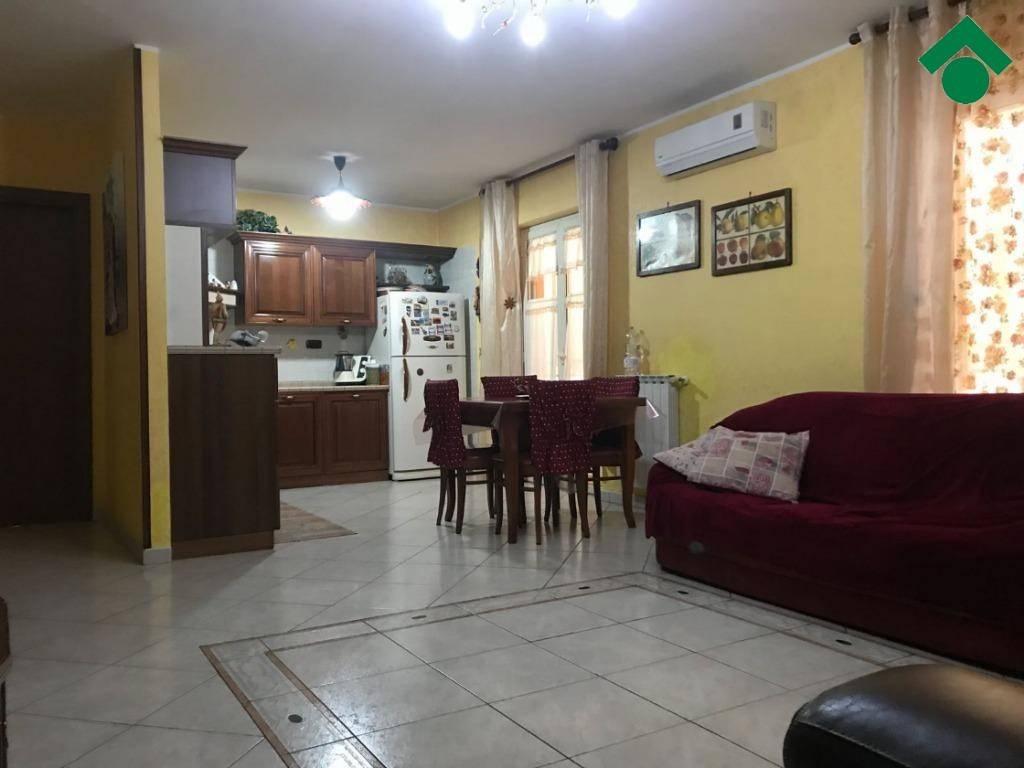 Appartamento in buone condizioni in vendita Rif. 9226315