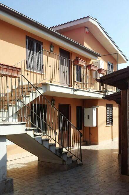 Appartamento in buone condizioni arredato in affitto Rif. 9086668