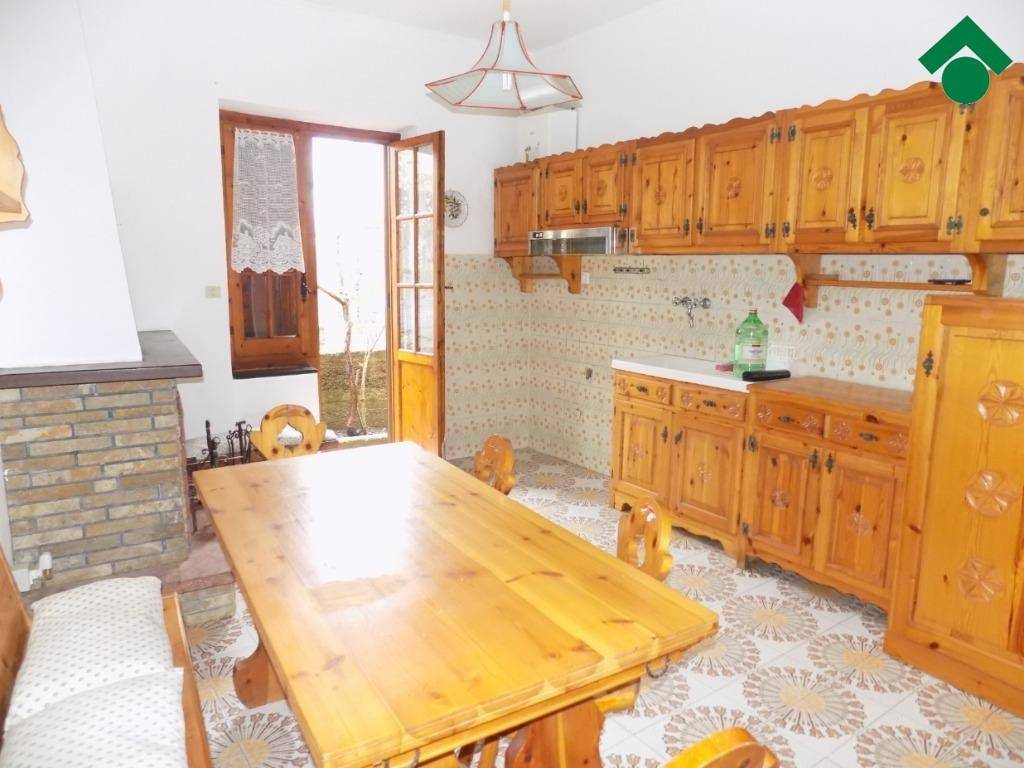 Appartamento in buone condizioni in vendita Rif. 9179624