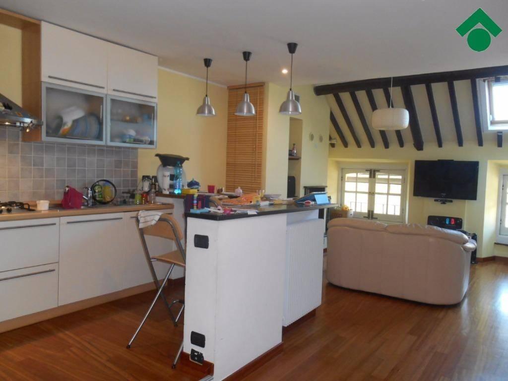 Appartamento in ottime condizioni parzialmente arredato in vendita Rif. 9157360
