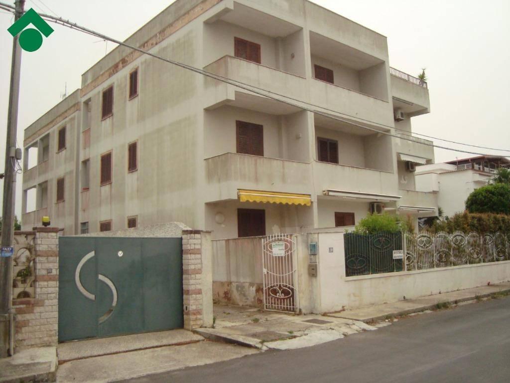 Appartamento in buone condizioni arredato in vendita Rif. 9156168
