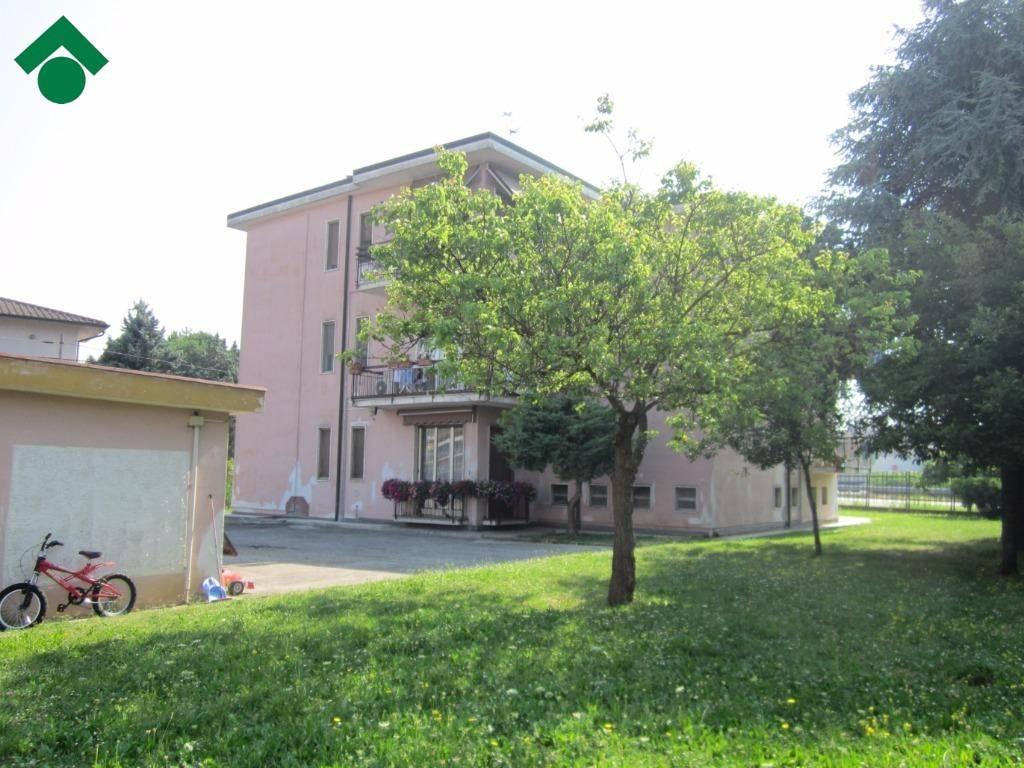 Appartamento in buone condizioni in vendita Rif. 9159484