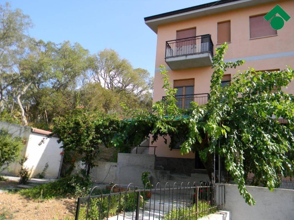 Appartamento in buone condizioni in vendita Rif. 9156319