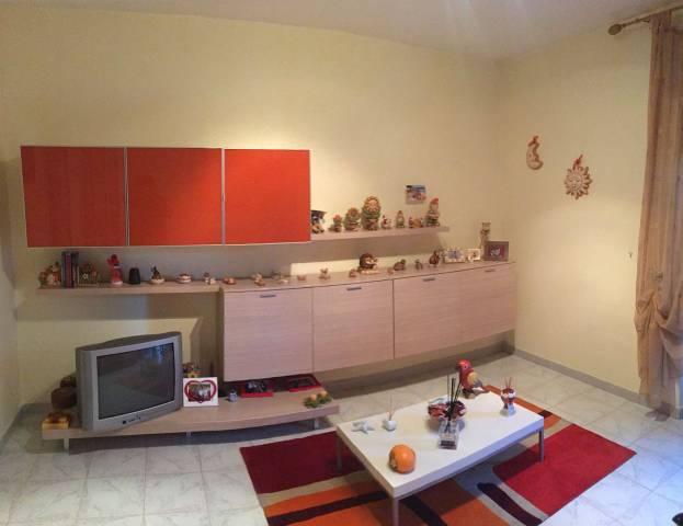 Appartamento in buone condizioni in affitto Rif. 6916285
